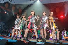 ももいろクローバーZ「桃神祭 2016 ~鬼ヶ島~」初日公演の様子。(Photo by HAJIME KAMIIISAKA+Z)