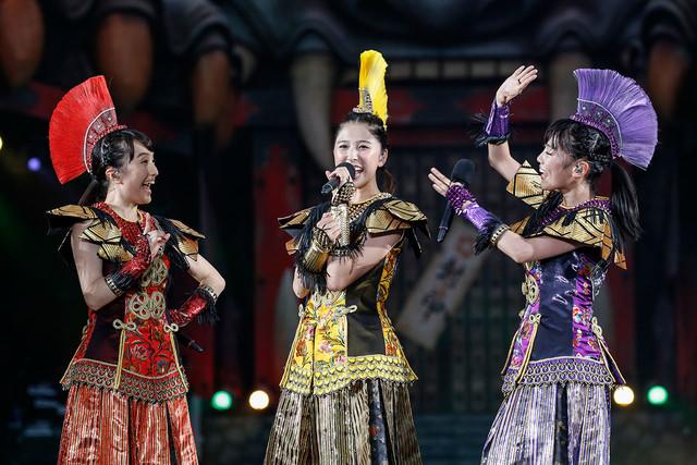 左から百田夏菜子、玉井詩織、高城れに。 (Photo by HAJIME KAMIIISAKA+Z)