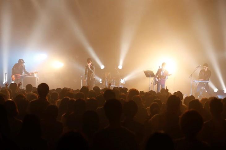 スペシャルバンドによるDepeche Modeカバーセッションの様子。(撮影:岡田貴之)