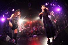 左から杏子、リンダ、いまみちともたか。(撮影:岩佐篤樹)