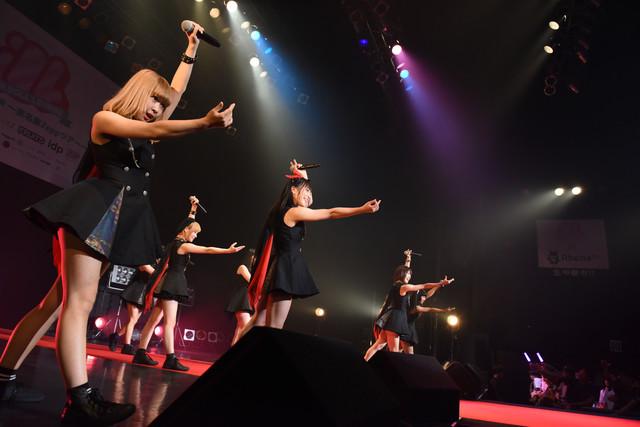 MAPLEZによるライブの様子。