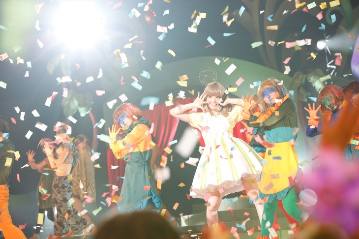 きゃりーぱみゅぱみゅ「KPP 5iVE YEARS MONSTER WORLD TOUR 2016 in Tokyo」の様子。