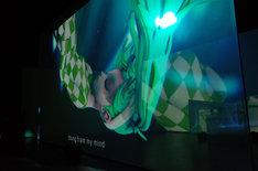 渋谷慶一郎+初音ミク「THE END」ハンブルグ公演の様子。