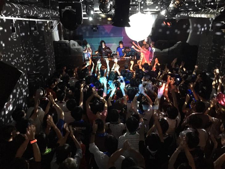 「EDP presents ravemania / MEGANTO METEOR Release Party」の様子。
