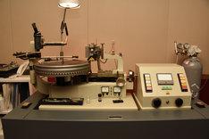 ドイツ・ノイマン社製のカッティングマシン。