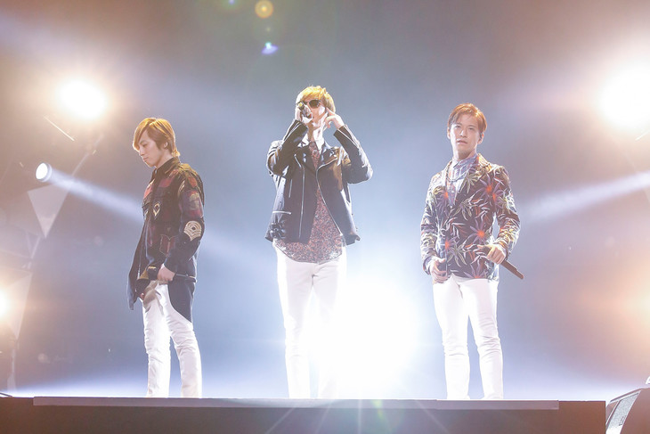 """w-inds.「w-inds. 15th Anniversary LIVE TOUR 2016 """"Forever Memories""""」最終公演の様子。(提供:ポニーキャニオン)"""