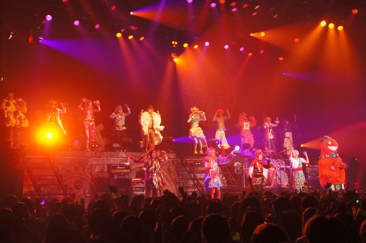 「2016 TOUR THE WORLD」ファイナル公演の様子。