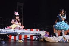 実は子持ちだった西井万理那(左)。