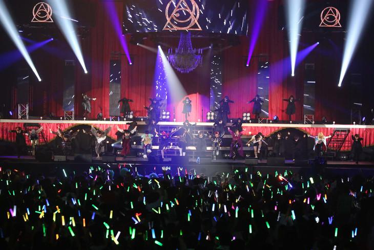 全出演者による「PERFECT HUMAN」のパフォ―マンスの様子。(写真提供:ニッポン放送)