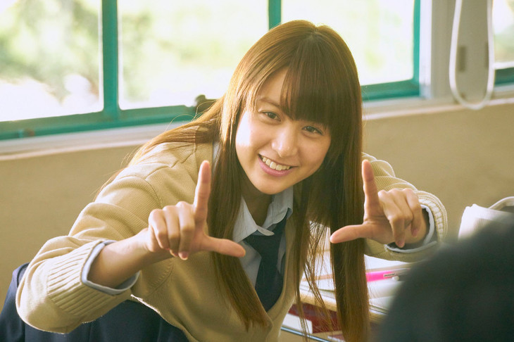 映画「ピーチガール」より、もも役の山本美月。(c)2017「ピーチガール」製作委員会 (c)上田美和 / 講談社