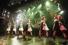 ばってん少女隊「10.29渡辺通り大会~ここからBEATば刻んでもよかよかよかSTATION~」の様子。(撮影:濱本英介)