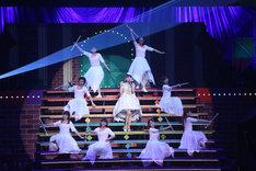 """三森すずこ「Mimori Suzuko Live Tour 2016 """"Grand Revue""""」日本武道館初日公演の様子。(写真提供:ポニーキャニオン)"""