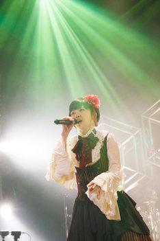 小林未郁(写真提供:SME Records)