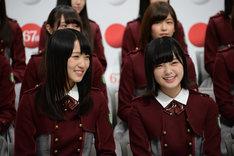 左から菅井友香、平手友梨奈(欅坂46)。