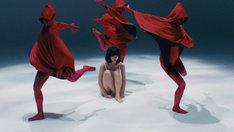 さユり「フラレガイガール」MVのワンシーン。