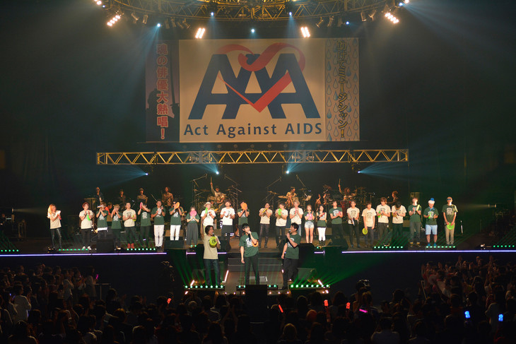 「Act Against AIDS 2016『THE VARIETY 24』~魂の俳優大熱唱!助けてミュージシャン!~」の様子。(撮影:荒川潤)