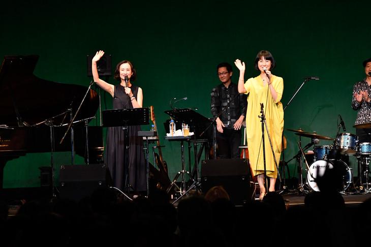 「祝!ふたりのデビュー15周年▽」東京公演の様子。(提供:LIGHTSOME)
