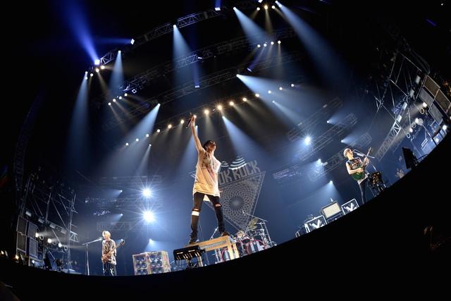 "ONE OK ROCK(撮影:半田""H.and.A""安政[Showcase])"