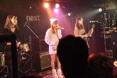 LoVendoЯによるライブの様子。