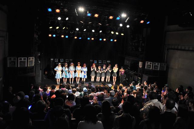 ステージ上にそろった清 竜人25、フィロソフィーのダンス、Faint★Star(左から)。