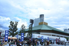 JR両国駅前から見た両国国技館。