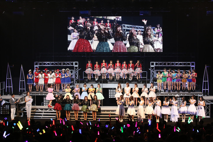 「Hello! Project COUNTDOWN PARTY 2016 ~GOOD BYE & HELLO!~」の様子。(写真提供:アップフロント)