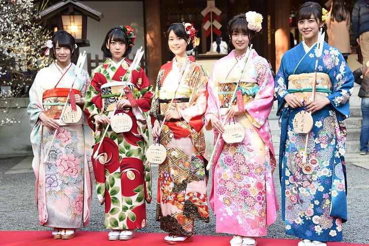 左から北野日奈子、堀未央奈、生田絵梨花、中元日芽香、斎藤ちはる。