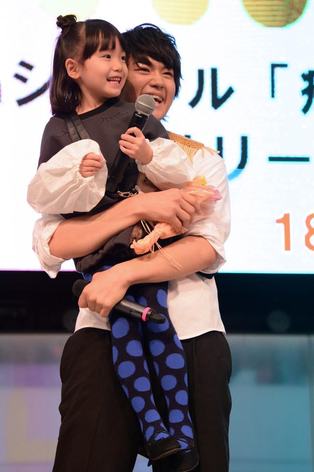 稲垣来泉(左)と佐野勇斗(右)。