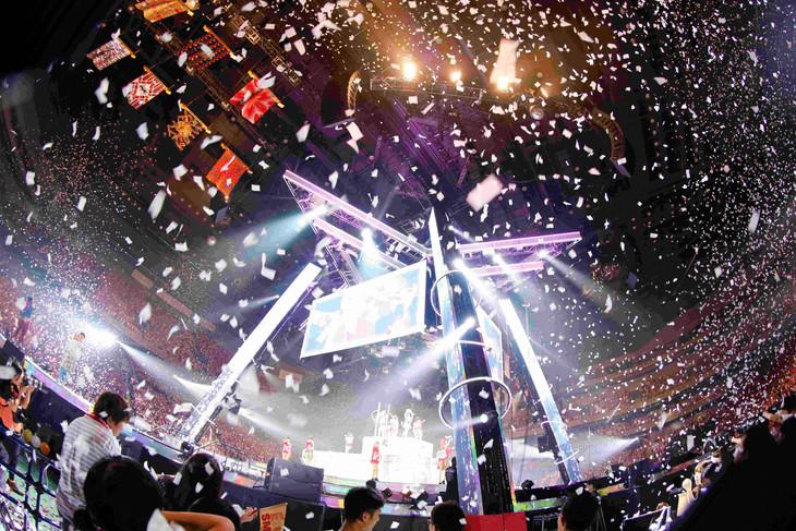 「E-girls LIVE TOUR 2016 ~E.G. SMILE~」の様子。