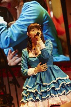 """竹達彩奈「竹達彩奈 LIVE2016-2017 """"Lyrical Concerto""""」中野サンプラザホール公演の様子。"""