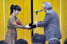 吉澤嘉代子(左)