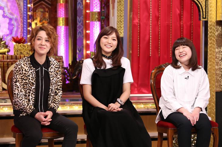 左から渚(尼神インター)、川口春奈、関取花。 (c)日本テレビ