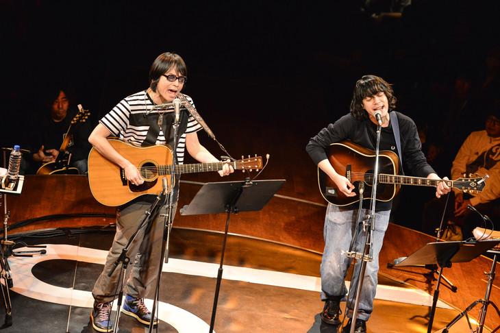 YO-KING(真心ブラザーズ)と峯田和伸(銀杏BOYZ)。(Photo by AZUSA TAKADA)