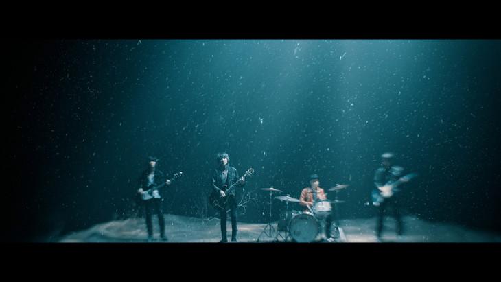 The Birthday「抱きしめたい」ミュージックビデオのワンシーン。