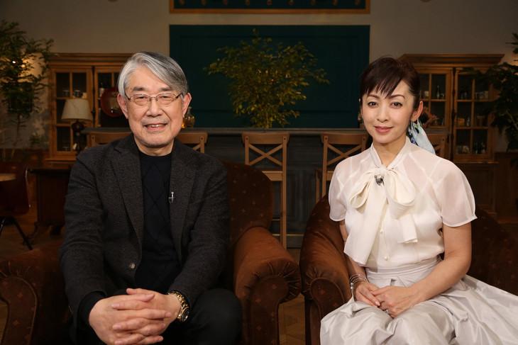 左から松本隆、斉藤由貴。(写真提供:NHK)