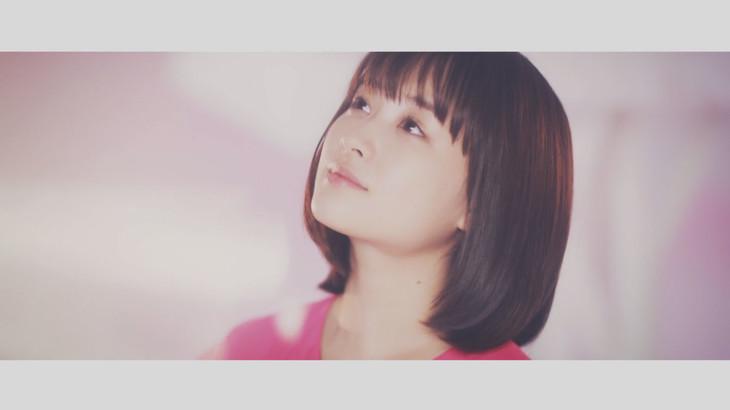 大原櫻子「ひらり」ミュージックビデオのワンシーン。
