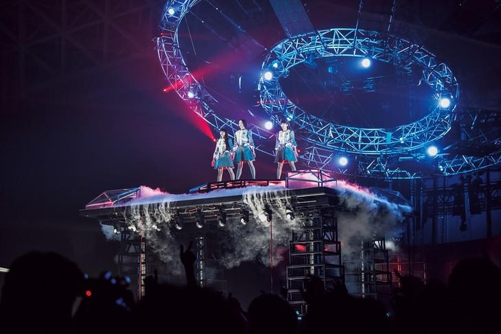 「Perfume 6th Tour 2016『COSMIC EXPLORER』」の様子。