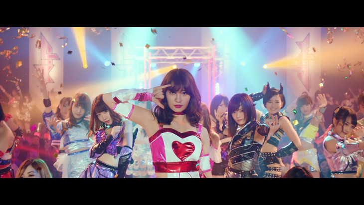 AKB48「シュートサイン」ミュージックビデオのワンシーン。(c)AKS