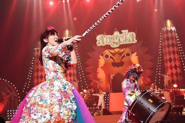 angela「angelaのミュージック・ワンダー★特大サーカスin日本武道館~僕等は目指したShangri-La~」の様子。