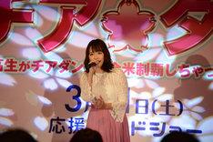「ひらり」を歌唱する大原櫻子。