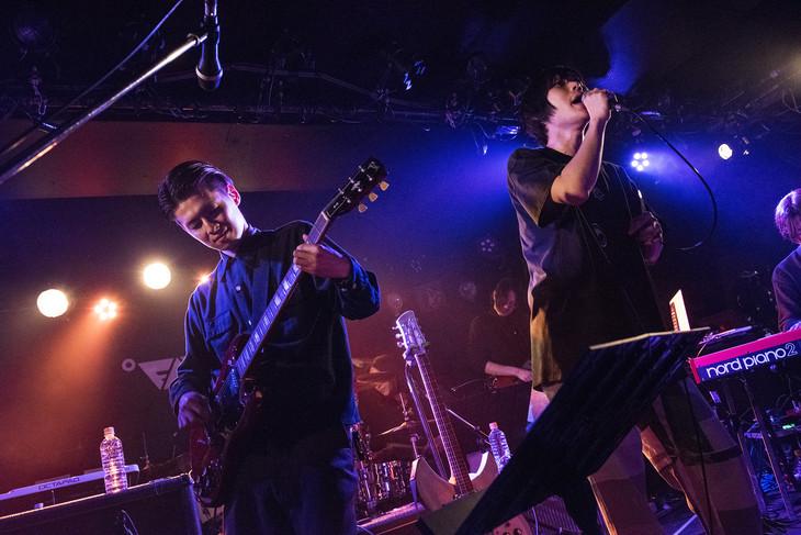 ミゾベリョウ(Vo, G / odol)とエンドウアンリ(Vo, G / PELICAN FANCLUB)。(Photo by Daisuke Miyashita)