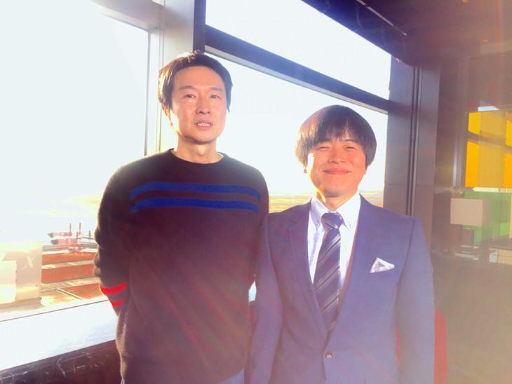 左から小沢健二、バカリズム。