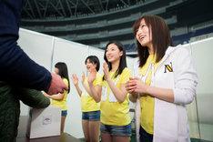 募金活動を行うNMB48。(c)AKS