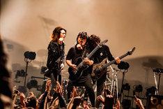 左からRyo(Vo)、Shinya(G)、Yudai(G)。(Photo by TAKASHI KONUMA)