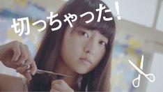 """伊藤万理華の""""個人PV""""のワンシーン。"""