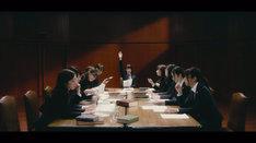 乃木坂46「風船は生きている」ミュージックビデオのワンシーン。