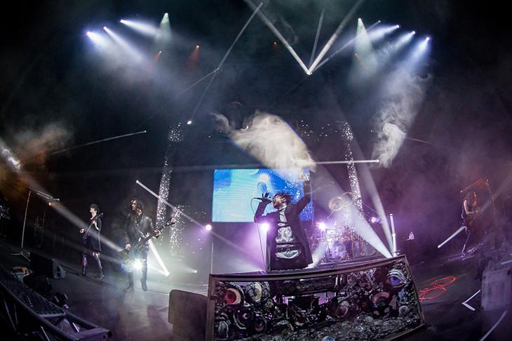 DIR EN GREYのライブの様子。(撮影:尾形隆夫)