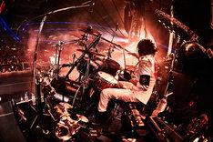 戒(Dr)(写真提供:Sony Music Records)