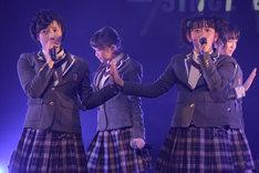 左から倉島颯良、黒澤美澪奈。