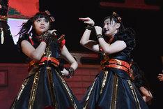 """中山莉子(左)と小林歌穂(右)の""""カホリコ""""コンビ。"""